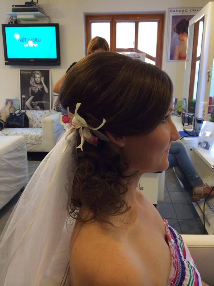 alkalmi frizurák félhosszú hajból, alkalmi frizura otthon, alkalmi frizurák hosszú hajból félig feltűzött, alkalmi frizura 2016, alkalmi kontyok, alkalmi frizurák lépésről lépésre, esküvői frizurák hosszú hajból, alkalmi frizurák rövid hajból, esküvői frizura hosszú hajból képek, esküvői frizurák félhosszú hajból, esküvői kontyok, esküvői frizura 2016, frizura esküvőre vendégnek, esküvői frizura ár, esküvői fodrász, frizurák esküvőre házilag, gyorsfodrászat szentes, dancsó erika szalon szentes, fodrász szentes, online bejelentkezés, online időpontfoglalás, bwnet