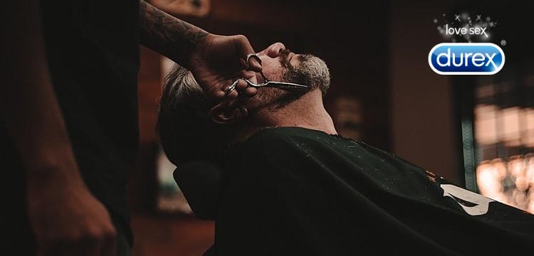 Nem is gondoltad volna, hogy a világ egyik legnagyobb óvszermárkáját, a Durex-et kapcsolatba lehet hozni a barber shop-okkal? Pedig nagyon messzire nyúlik vissza ez az izgalmas kapcsolat! Ha kíváncsi vagy, hogy miként is alakult a Durex és a borbélyüzletek története, akkor olvass tovább!