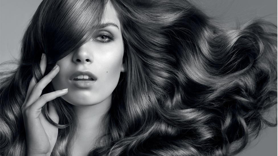 <p><strong>Az arcodat és a testedet különböző krémekkel kényezteted, de milyen pluszt adsz a hajadnak? Havonta egyszer a hajszálak is megérdemelnek egy kis extra ápolást.</strong></p>