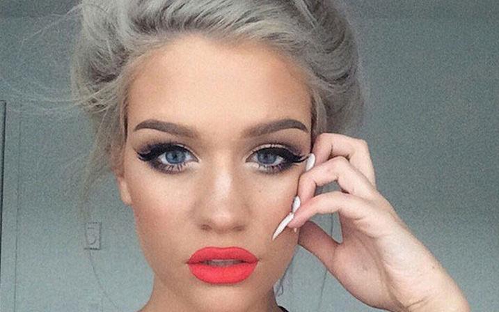 A 2017-es divat egyik ikon színe a szőke és annak minden árnyalata. Belértve az ezüst hajszínt is.<br />