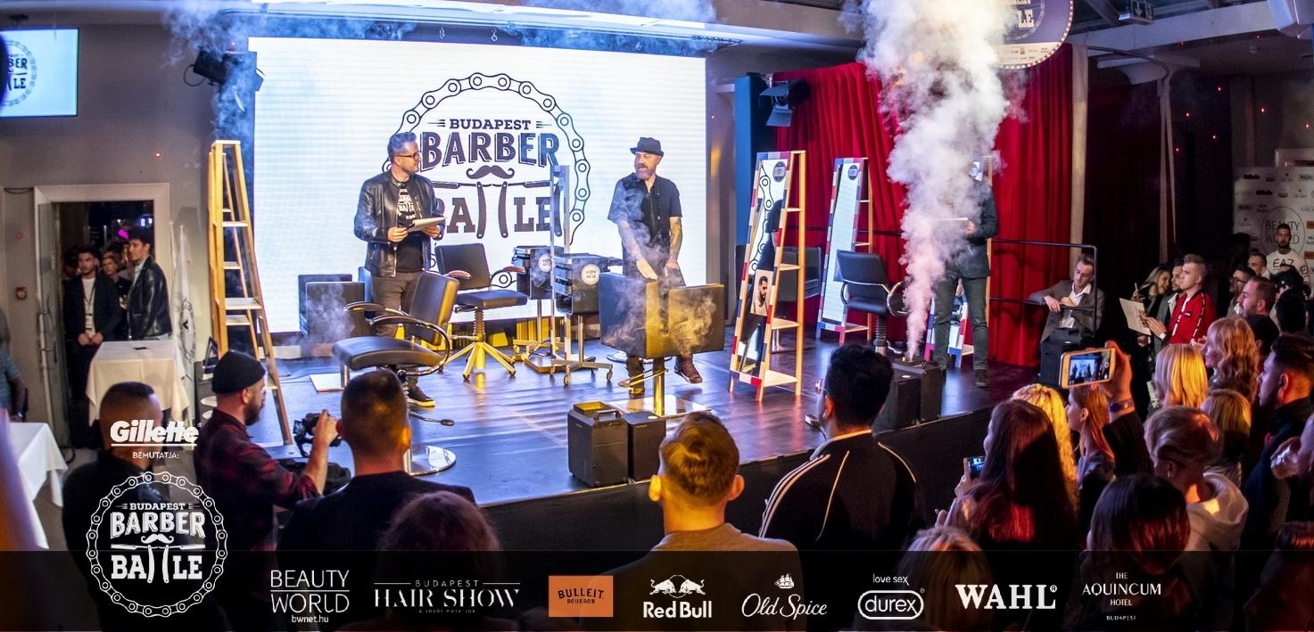 A Barber Battle Budapest fodrászverseny szervezői idén harmadik alkalommal vállalkoztak arra, hogy csatába hívják Magyarország legjobb barber-fodrász és hajtetováló szakembereit. Egy felülmúlhatatlan verseny a Beauty World Net és a New School Barber szervezésében, amit a fodrász és borbély világ egész évben lázasan vár!<br /> Egy felejthetetlen este, ami páratlan lehetőséget nyújt az ország legjobbjainak. Ez a Barber Battle Budapest.<br /> <br /> A szakma legjobbjai, a fodrászelit tagjai a zsűriben, levegőben mérhető feszültség és pattanásig feszült idegek, izgalom, életre szóló élmény, fergetes after party, felejthetetlen pillanatok! Nem voltál ott, vagy csak szeretnéd feleleveníteni az élményt? Velünk most megteheted! Képes beszámolónk következik a Barber Battle Budapest 2019 fodrászverseny döntőjéről.<br />