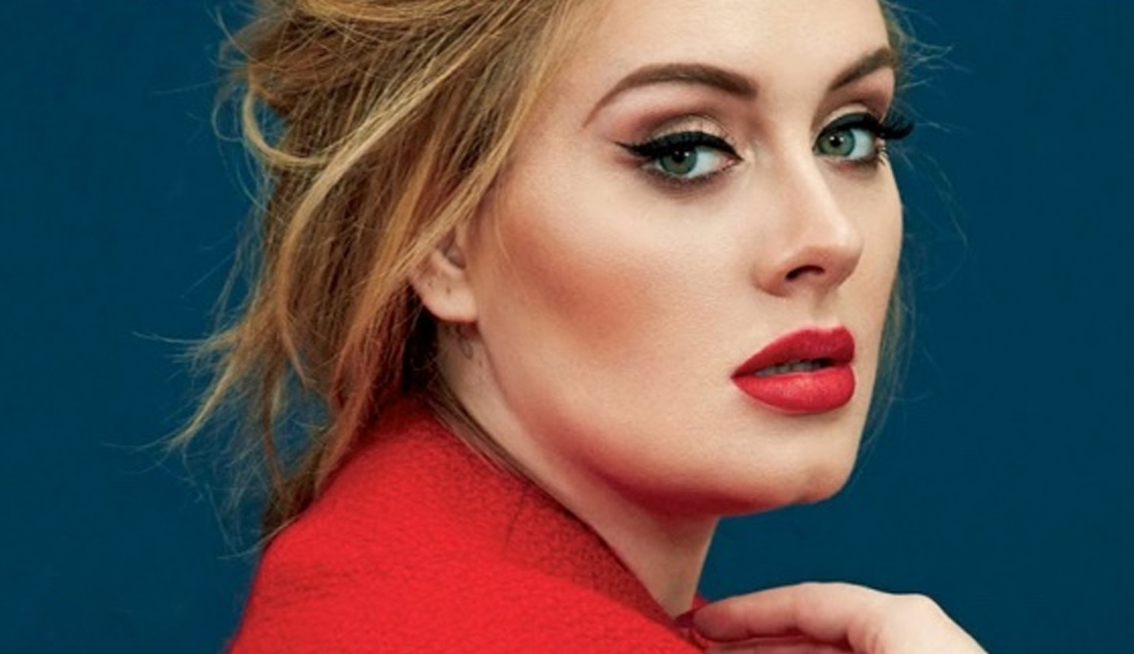 Az ikonikus énekesnő neve már szinte összefort nem csak a romantikus számokkal, hanem a cicás és tökéletes tusvonallal és a hangsúlyos szemekkel. Lesd el Adele döbbenetes megjelenésének titkát!<br />