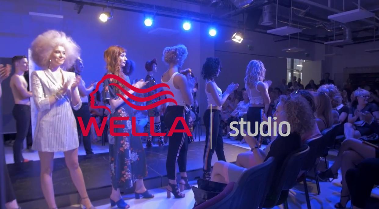 A Wella Studio Budapest kapuit hivatalosan a Sirowa Hungary Kft. vezetősége nyitotta meg 2018. június 1-jén. <br /> <br /> Komjáti Gábor ügyvezető igazgató, Takács Tamás kereskedelmi vezető és Pál Gabriella marketing és oktatási vezető is köszöntötte a fodrász közönséget. A cég oszlopos tagjai és vezetői vágták el a piros szalagot a stúdió nyitásakor.<br />