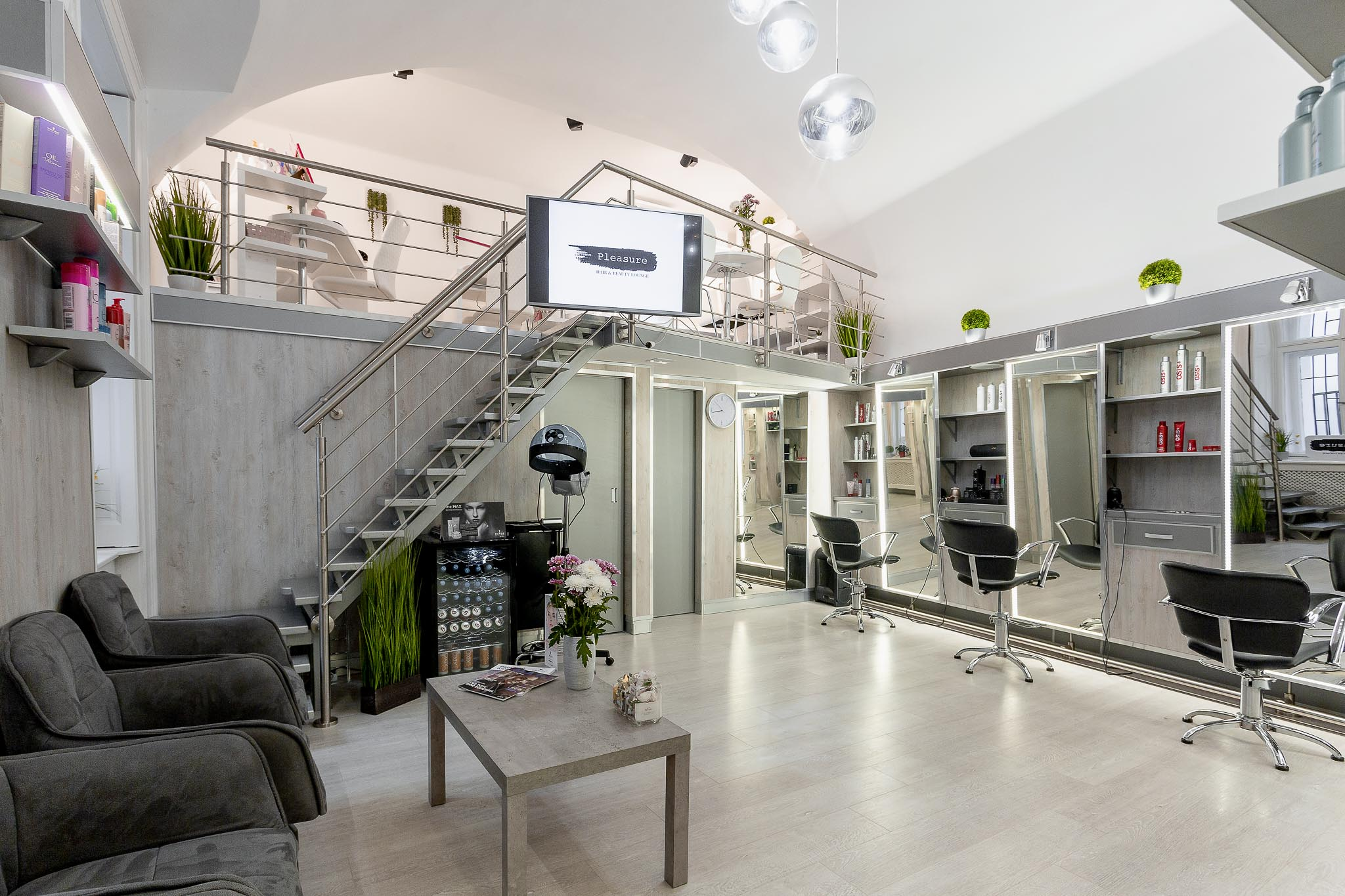 Pleasure Hair & Beauty Lounge - Kozmetika, Smink, Kézápolás, Fodrászat, Lábápolás